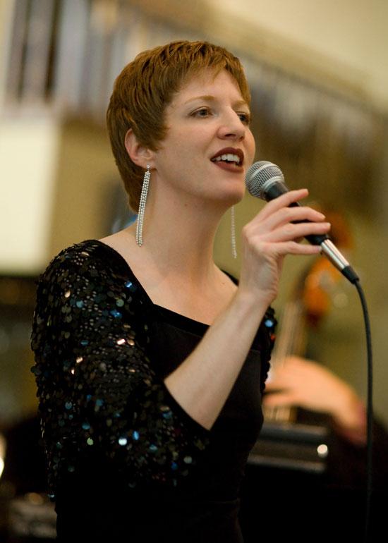 Melissa Dinwiddie, jazz singer!