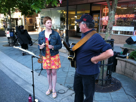 Melissa Dinwiddie & Bill Murphy, performing jazz at Thursday Night Live